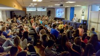 A sala llena, comenzó la Semana de la Robótica en la ULP
