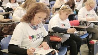Jubilados rindieron el examen presencial de las Olimpíadas del Conocimiento