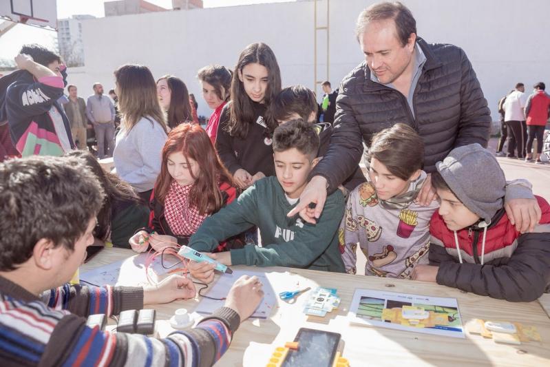 """Los alumnos de nivel secundario de la EPD """"Albert Einstein"""" disfrutaron de una jornada de ciencia"""