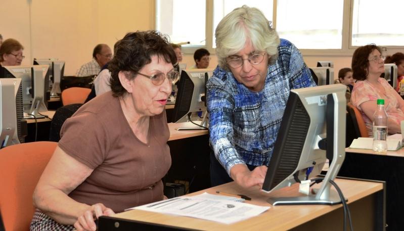 Más de 650 abuelos de la provincia se sumaron a la red