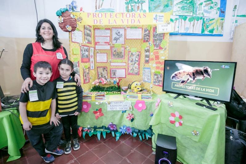 """Feria de Ciencias: con su proyecto la """"Albert Einstein"""" busca preservar a las abejas"""