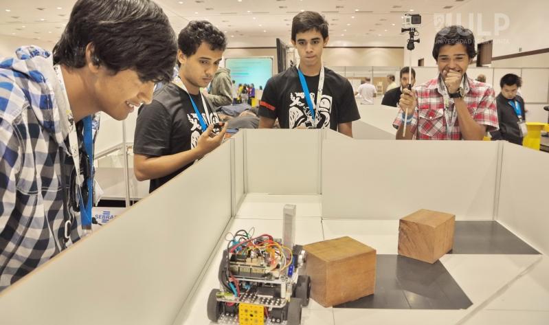 Iron Fénix Team vuelve a las arenas en la Roboliga 2014