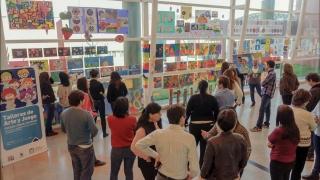 Una muestra de alfabetización artística con mucho color en la ULP