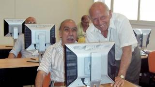 Los abuelos de Merlo comienzan su incursión informática