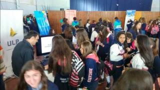 Las carreras de la ULP atrajeron a cientos de chicos en la muestra Futura Universidad