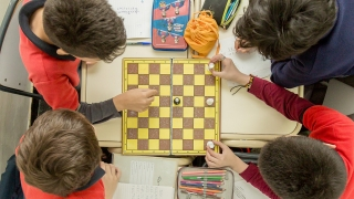 Los chicos del Instituto San Pablo se divirtieron, con libros, ajedrez y robótica de la ULP
