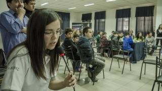 Ayelén Martínez compartió sus logros ajedrecísticos con chicos de Villa Mercedes