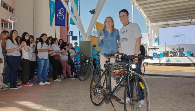 Un regalo sobre ruedas para los alumnos de la ULP