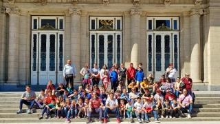 Alumnos de doce parajes puntanos disfrutaron de un viaje cultural y educativo al Teatro Colón