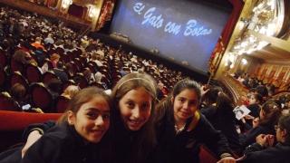 """La ópera """"El gato con botas"""" impactó  a las alumnas del Instituto Aleluya"""