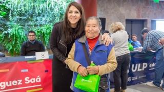 En Terrazas del Portezuelo, más de 350 jubilados recibieron sus tabletas