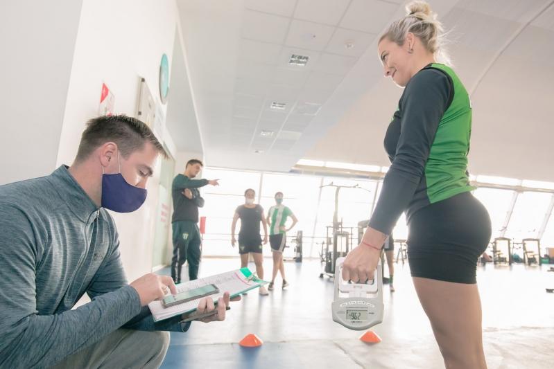 Fútbol: 25 jugadoras de Estudiantes fueron evaluadas en el laboratorio de biomecánica