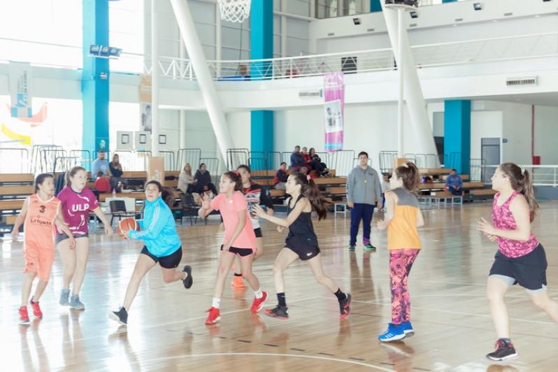 La U13 de básquet femenino cerró sus entrenamientos en el Campus ULP