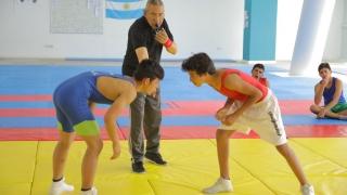 Erik León, entrenador de la Selección Argentina de Lucha, da cátedra en el Campus