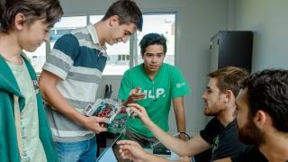 Alumnos y docentes de los talleres de robótica participarán de la RoboRAVE de Colombia