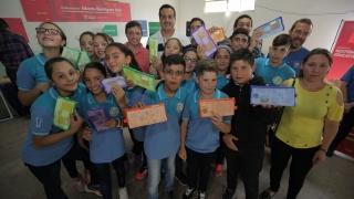 La ULP está en San Martín: alumnos y jubilados recibieron su dispositivo