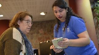 Más de 280  jubilados recibieron este jueves su tableta