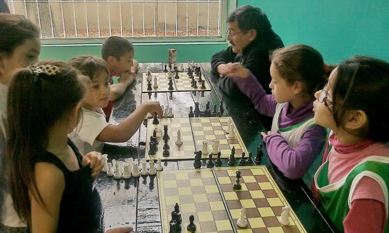 El ajedrez de la ULP integró a chicos y grandes en Villa Mercedes