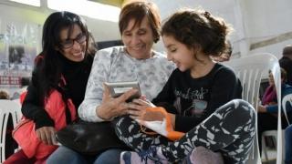 En un día se duplicó la cantidad de adultos mayores que se inscribieron para recibir las tabletas