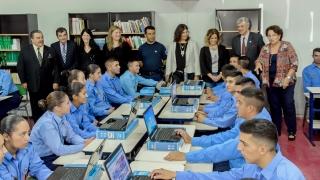 La ULP entregó computadoras en el Instituto Superior de Seguridad Pública