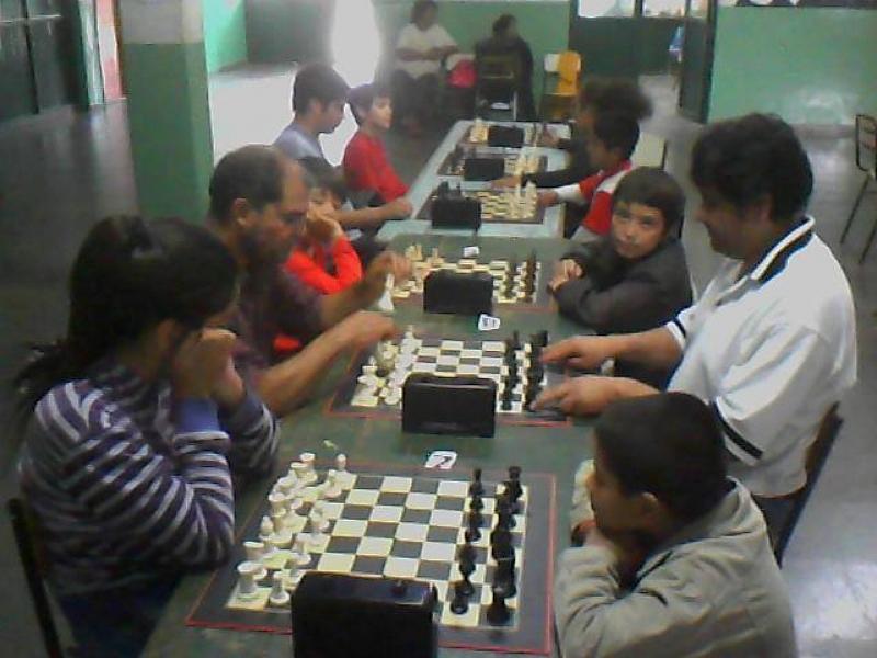 Vecinos de la Costa de los Comechingones vivieron  una jornada a puro ajedrez