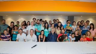 El gobernador visitó a las familias de refugiados sirios