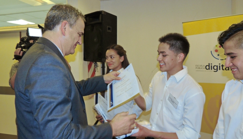 """""""Los instamos a seguir estudiando y trabajando  para ser parte del mejor San Luis del futuro"""""""