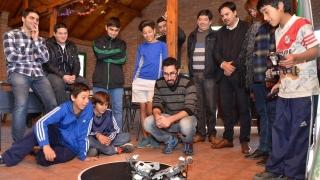 Los chicos del Tibiletti se divirtieron con los libros, robots y ajedrez de la ULP