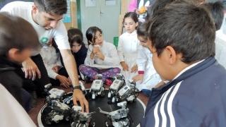 """Los alumnos de la Escuela N° 70 """"Provincia de San Luis"""" disfrutaron de una jornada de robótica con la ULP"""